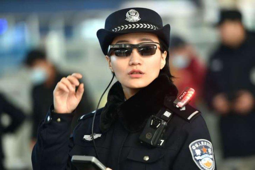 Полицию Китая оснастят очками со встроенным распознаванием лиц