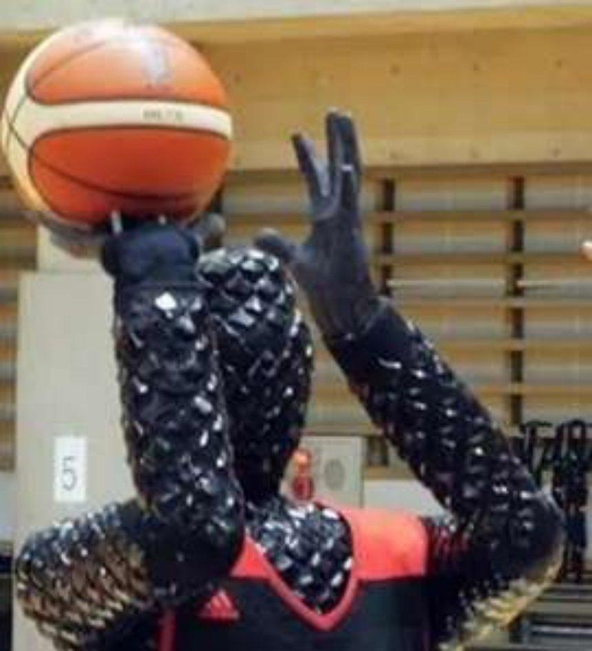 Представлен первый робот-баскетболист