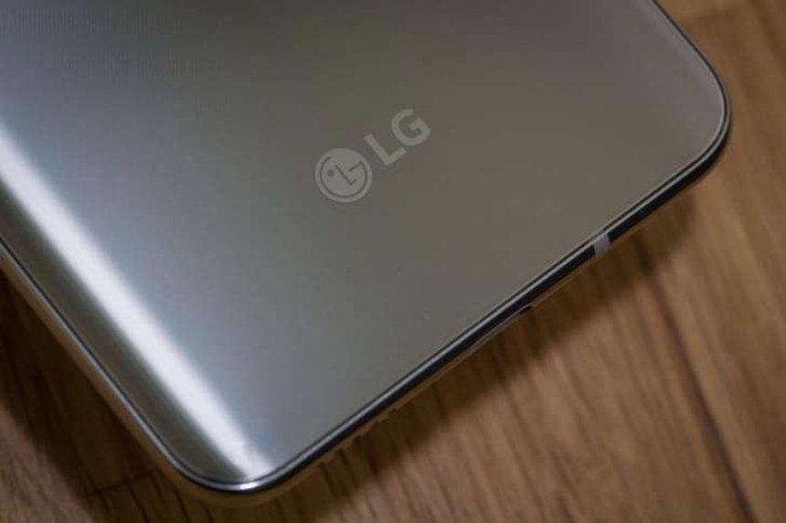 Новый LG G7 может получить вырез, как у iPhone X