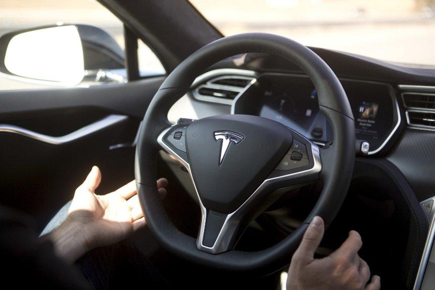 Автопилот Тесла устроил смертельное ДТП со взрывом: детали аварии