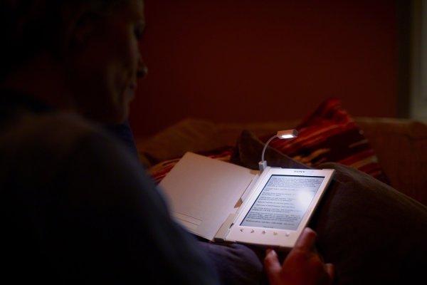 Электронные носители и вероятность ослепнуть - в прямой связи, уверяют эксперты