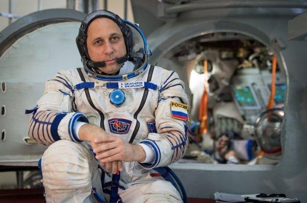 Российский космонавт передал командование МКС американскому астронавту