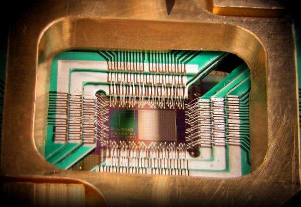 Ученые РФ и Великобритании создали квантовый чип со звуковым резонатором