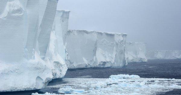 Один из наибольших айсбергов Антарктиды тает на пути к экватору