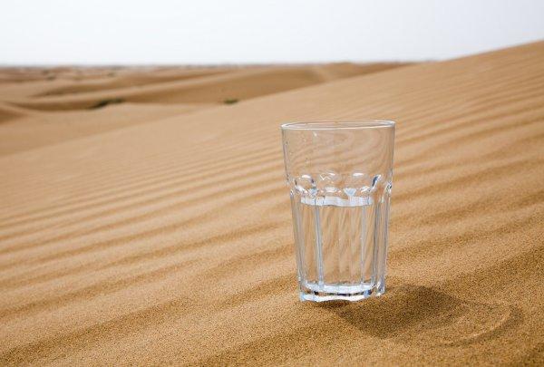 Ученые-физики добыли стакан пресной воды из пустынного воздуха