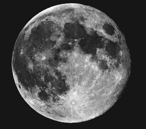 Ученые предположили наличие воды под поверхностью Луны