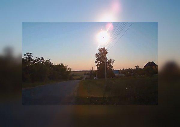 Над Липецкой областью загадочное небесное тело разлетелось на куски от взрыва