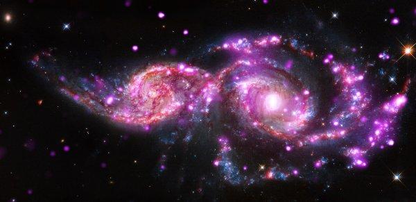 Учёные подтвердили теорию относительности в межгалактических масштабах