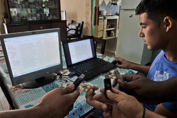 На Кубе обнаружилась скрытая интернет-сеть El Paquete Semanal