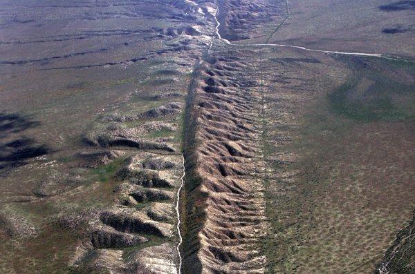 Российские ученые научились предсказывать трещины и разломы Земли