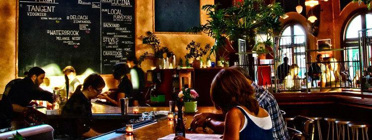 Фоновая музыка для ресторанов: критерии выбора правильного музыкального оформления