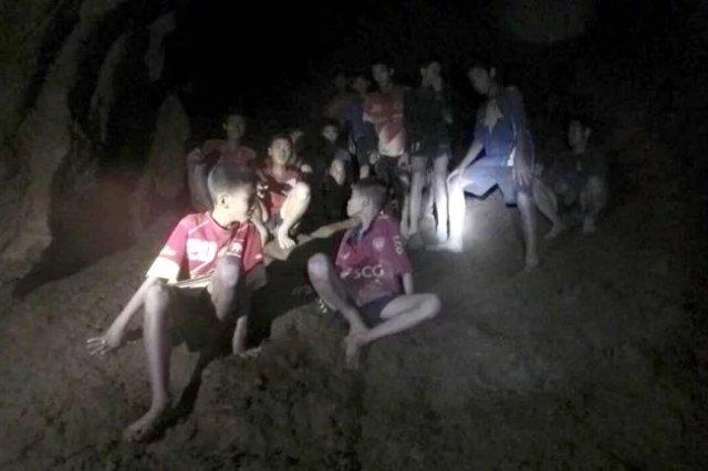 Илон Маск построит «подлодку детских размеров» для спасения детей из затопленной пещеры Таиланда