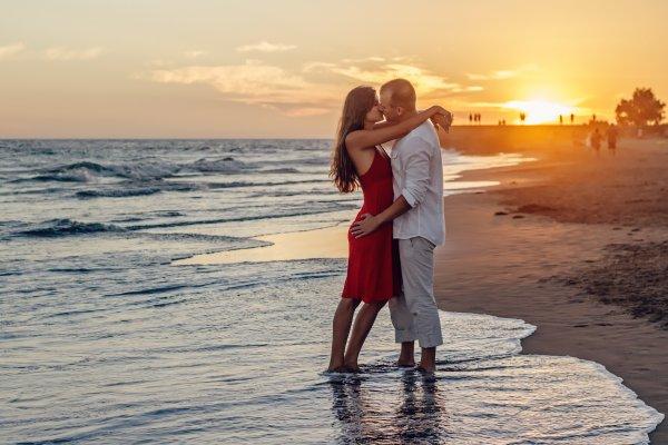 Ученые объяснили возрастающую летом тягу к сексу