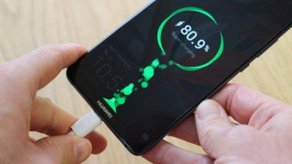 Новый смартфон от Huawei сможет зарядиться до 100% за полчаса