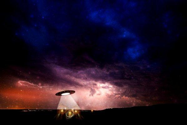 Ученые: Инопланетяне передвигают звезды в целях борьбы с темной энергией