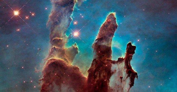 NASA поделились красочным фото туманности Орла
