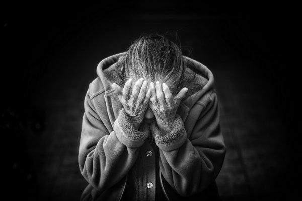 Психологи рассказали, как пережить горе от потери любимого человека