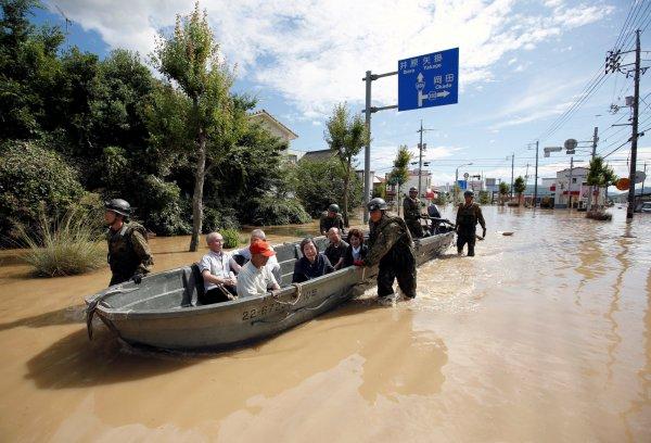 Тайфуны и наводнения в Японии: Apple обещает бесплатно починить свою продукцию