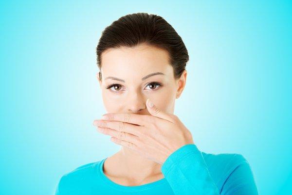 Ученые рассказали как раз и навсегда избавиться от неприятного запаха изо рта