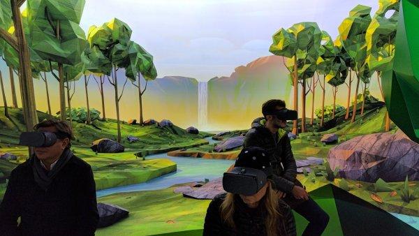 Цена на VR-шлем Google Daydream снижена почти на 70%