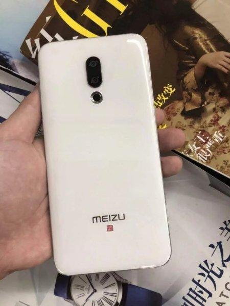 Белый Meizu 16 появился на свежих фото