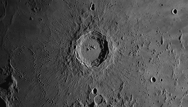 Путешествие к центру Луны: Ученые нашли на спутнике глубокие тоннели
