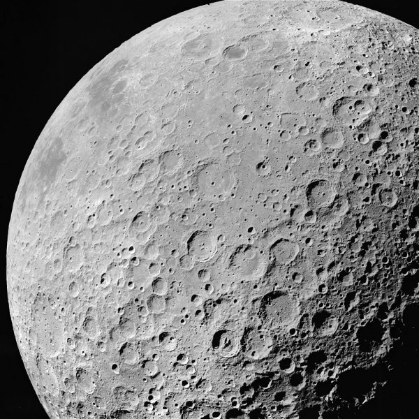 На Луну за сутки упали два метеорита