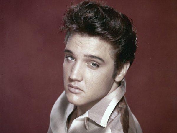 Призрак Элвиса Пресли существует: Эксперт рассказал о неспокойной душе певца