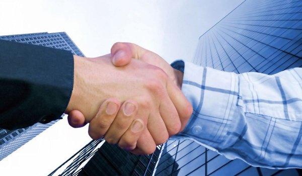 Ученые: Рукопожатия полезны при заключении выгодной сделки