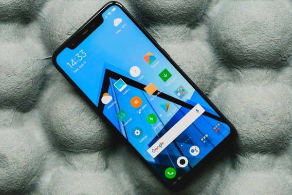 Смартфон Xiaomi Pocophone F1 «не дотянул» до лидерства в AnTuTu