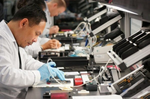 Компания HTC отказалась от производства смартфонов