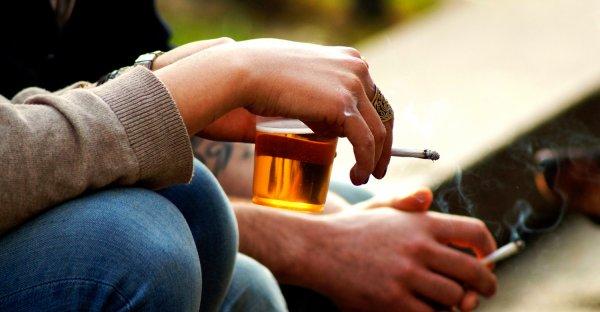 Учёные: Алкоголь и курение уничтожают сосуды подростков