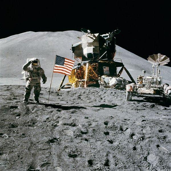 Конспирологи в США уверены, что первыми на Луну высадились космонавты из СССР