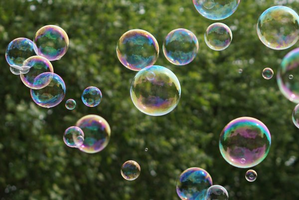 Учёные выделили и описали два способа выдувания мыльных пузырей
