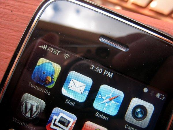 Учёные описали способ взлома смартфона через динамик