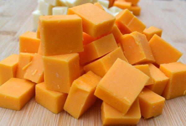 Учёные назвали сыр, который спасет от стресса и ночных кошмаров