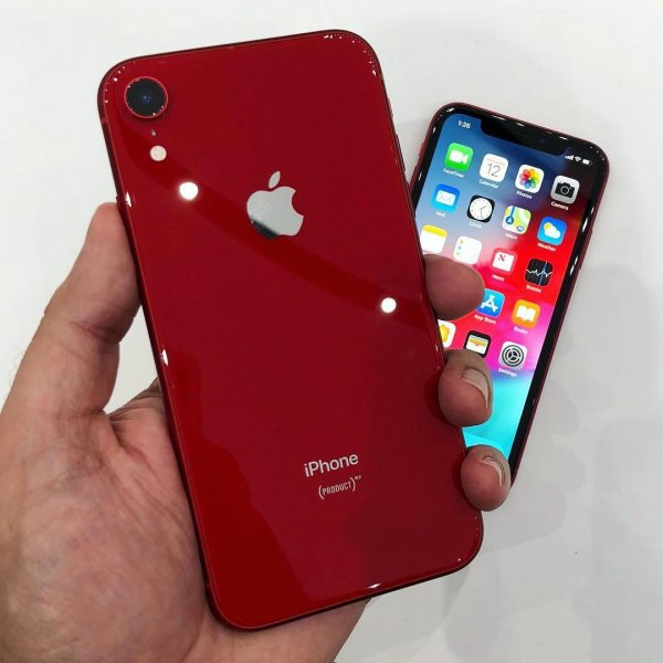 Из-за выреза в дисплее старт продаж iPhone XR отложили на месяц