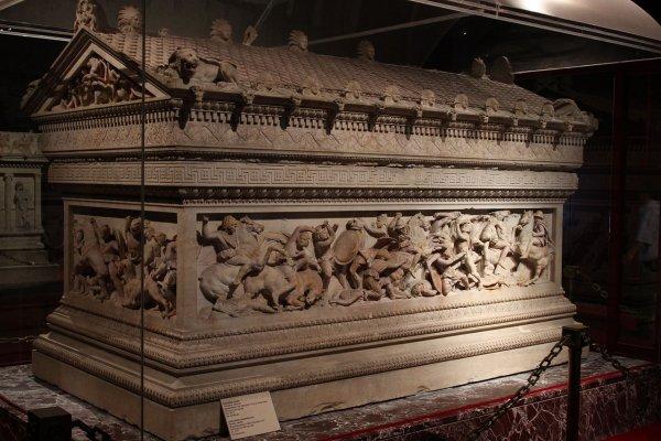 Конспирологи связали черные саркофаги в Египте с приближением Нибиру