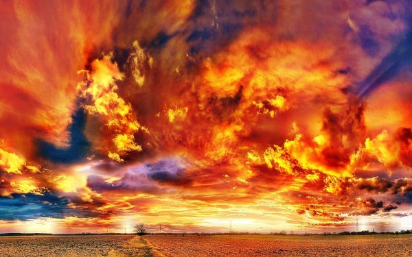 Жители Индии запечатлели плоское огненное облако