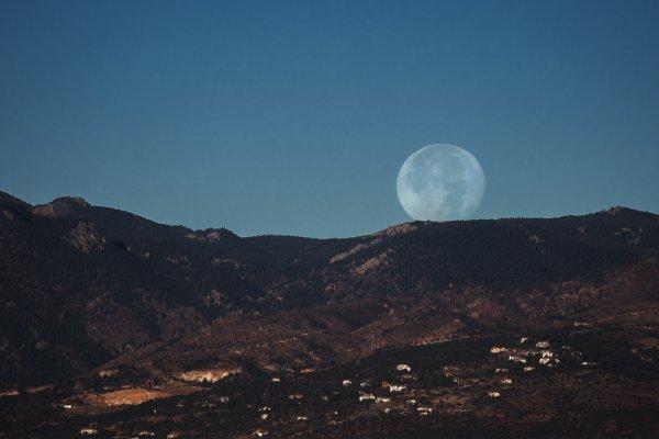 Москвичи смогут пронаблюдать за сближением Луны с Сатурном и Марсом