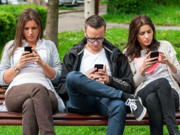 Ученые: Люди выбирают смартфоны только по внешнему виду