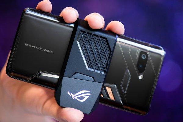 В России начался предзаказ на мощный смартфон Asus ROG Phone