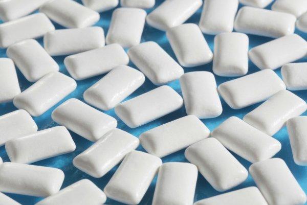 Ученые признали жевательную резинку опасной для здоровья