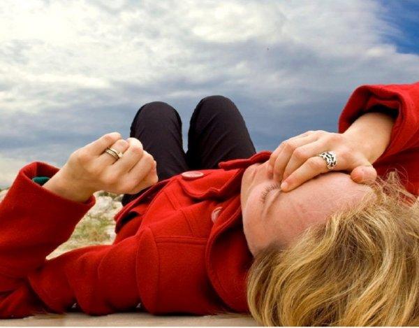 Ученые объяснили, почему люди не падают в обморок при вставании