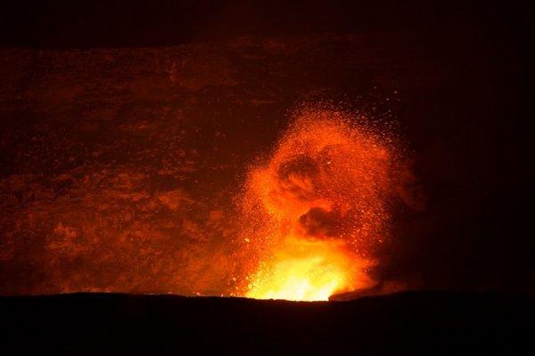 Ученые показали на видео взрыв лавы при контакте с водой