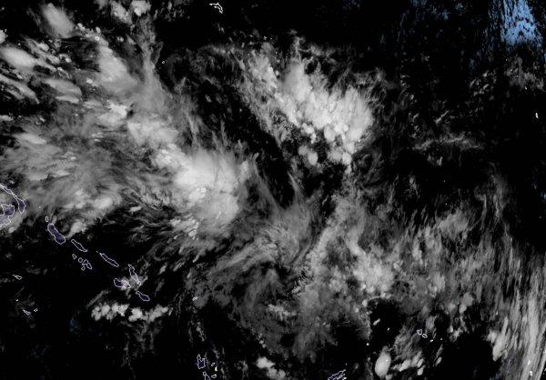 Спутники сняли на камеру бушующий в Тихом океане шторм с 17-метровыми волнами