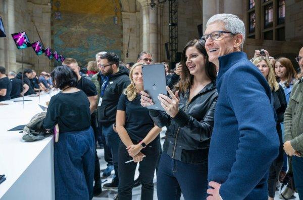 Глава Apple рассмеялся в ответ на вопрос о «Яндекс.Телефоне»