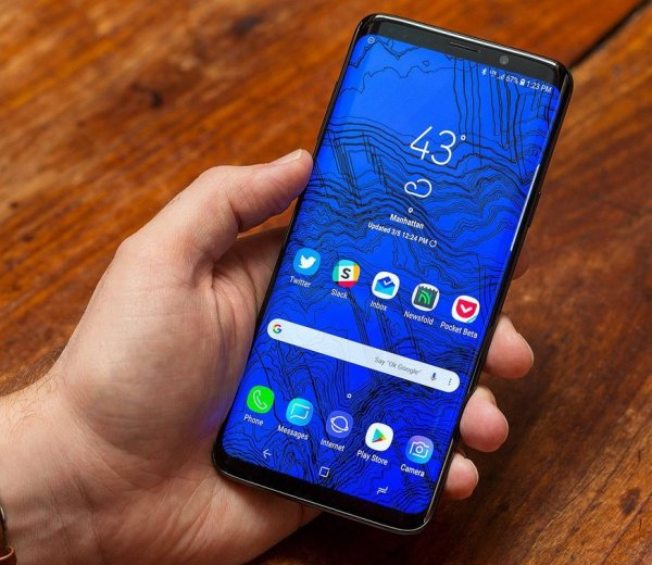 В сеть слили официальные фото Samsung Galaxy S10+