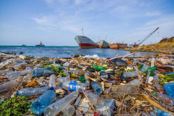 Ученые изобрели метод переработки пластика в топливо
