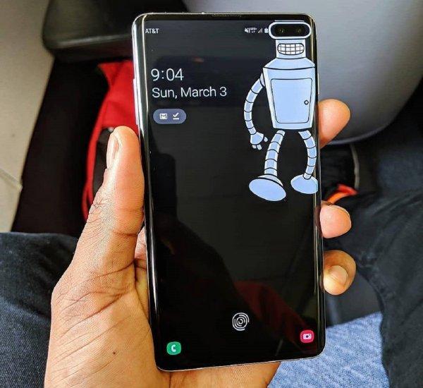 Держите смартфон правильно: В Samsung Galaxy S10+ выявлены проблемы с LTE